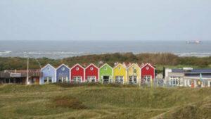 Bunte Häuser in den Dünen von Langeoog