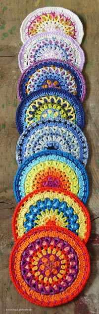 9 Mandalas in verschiedenen Farben