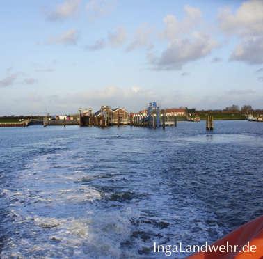 Hafen von Langeoog vom Heck der Fähre aus gesehen