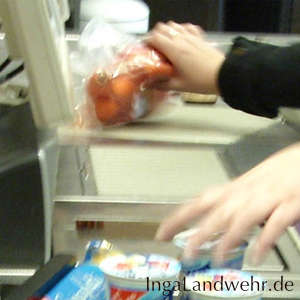 Karotten werden schnell am Scanner vorbeigezogen