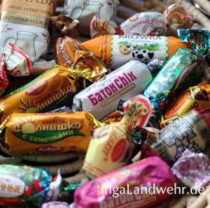 Viele, in buntes Papier verpackte Bonbons