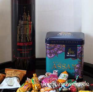 Tee, Wein und Bonbons aus einem russichen Supermarkt