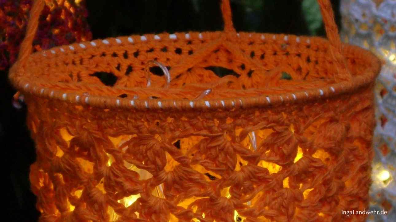 Beleuchtete Häkellaterne in Orange