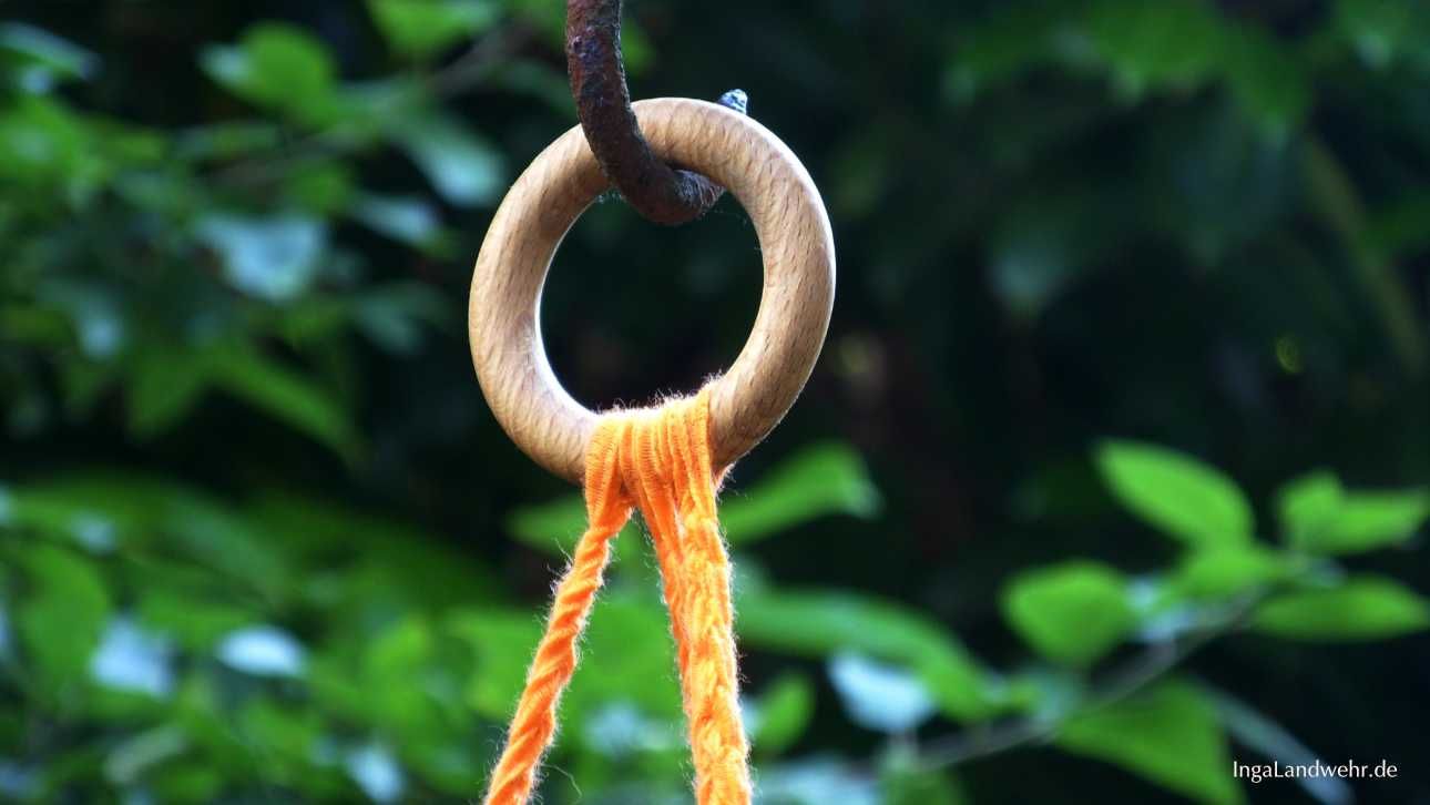 Holzring für die Aufhängung der gehäkelten Lampe