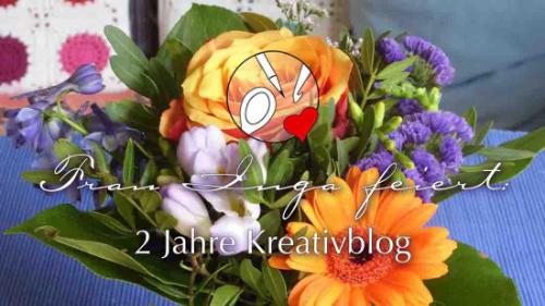 """Ein Blumenstrauß mit Rosen. Darauf steht: """"Frau Inga feiert: 2 Jahre Kreativblog."""""""
